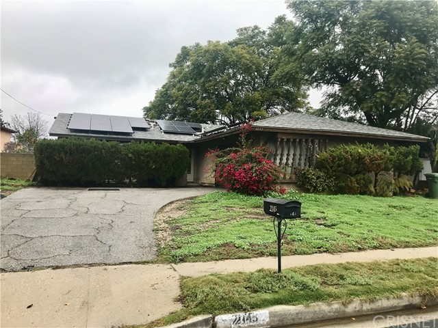 Incredible deal in Simi Valley! Featuring 3 bedroom 2 bath home, latinate flooring, tile and carpet, master bedroom with private bath, Central heat and A/C, patio enclosure off dining room. 2 car attached garage. Large back yard with patio cover.  Don't miss this great deal!  Just needs some TLC to make it your own!