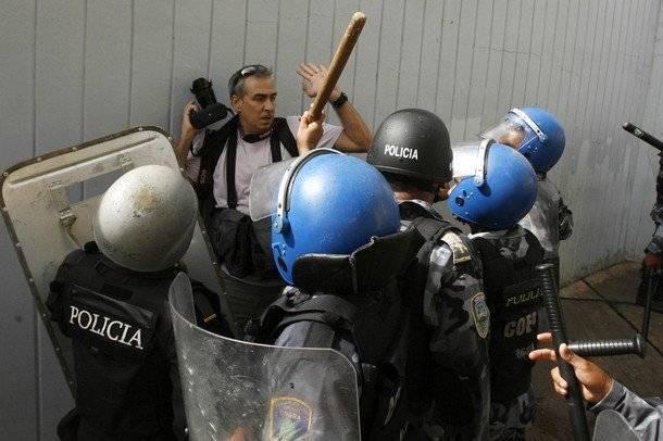 Image result for imagenes de la represion en honduras