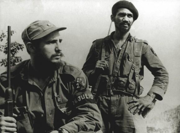 Fidel y Almeida en la Sierra Maestra