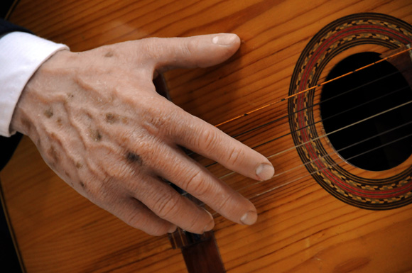Manos del cantautor Carlos Puebla. Fotos: Ismael Francisco/Cubadebate.