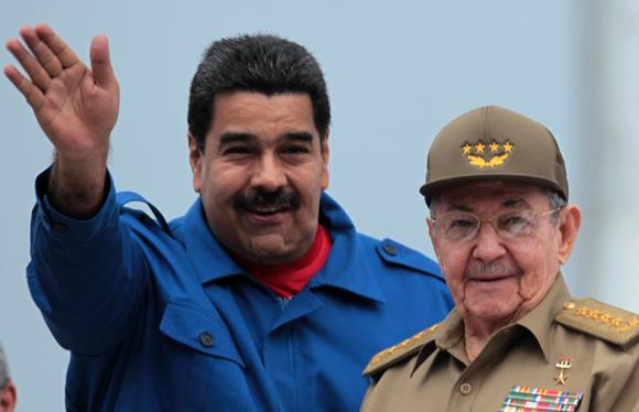 Los presidentes Nicolás Maduro y Raúl Castro en la Plaza de la Revolución, el Primero de Mayo de 2015. Foto: Ladyrene Pérez/ Archivo de Cubadebate