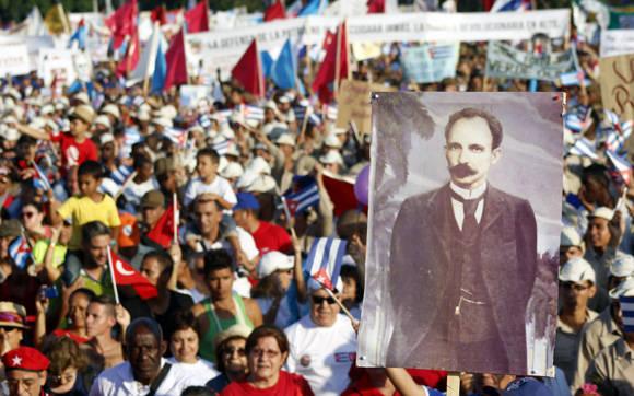 La imagen de Marti presente en el Primero de Mayo.  Foto: José Raúl Concepción/ Cubadebate.