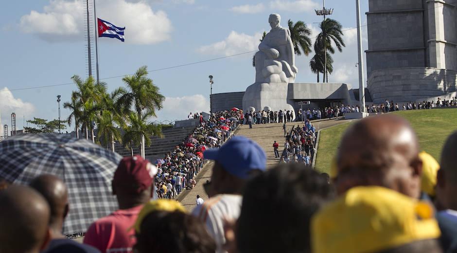 El dolor acompaña al pueblo de Cuba en su tributo a Fidel Castro. Pocos líderes en el mundo han recibido tamaña muestra de amor. Foto: Cubadebate