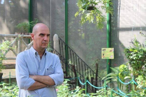 Alejandro Barro, profesor de la Facultad de Biología de la Universidad de La Habana. Foto: Alejandra García / Cachivache Media.