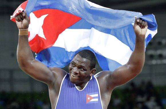 Mijaín López celebra su victoria en Rio 2016. Foto: Charlie Riedel/ AP