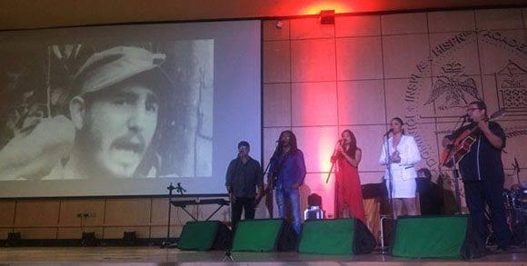 Durante el encuentro se escuchó la canción Cabalgando con Fidel, de Raúl Torres. Foto tomada de pensandoamericas.com