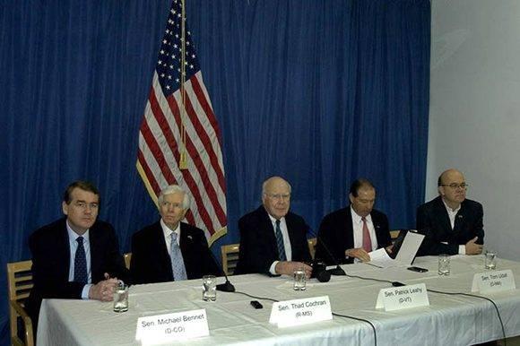 La delegación de congresistas norteamericanos que visita Cuba, presidida por el senador demócrata Patrick Leahy, ratificó hoy el deseo de la mayoría de los miembros del Capitolio de consolidar las relaciones entre Estados Unidos y la nación caribeña. Foto: Prensa Latina
