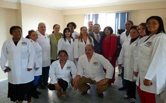 Médicos cubanos en Ecuador ratifican su compromiso con la Revolución Ciudadana. Foto tomada de Prensa Latina.