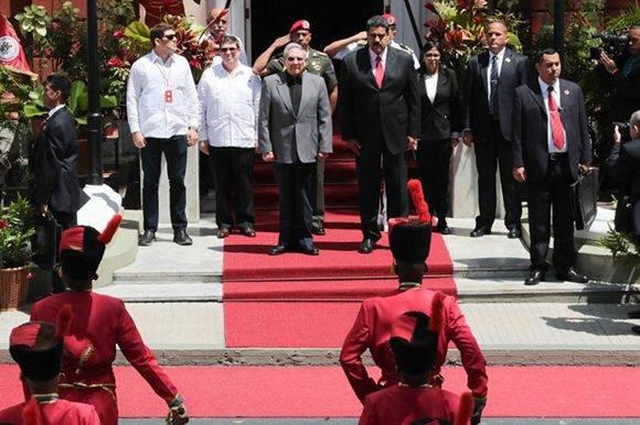 Nicolás Maduro recibe a Raúl Castro