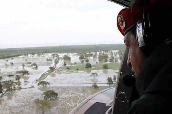 Chávez recorre zonas afectadas por inundaciones. Foto: Orlando Durán.