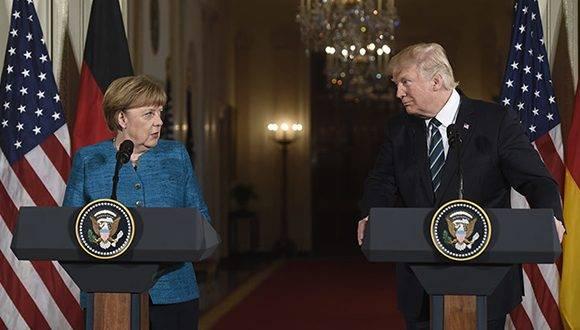 Donald Trump et Angela Merkel lors d'une conférence de nouvelles à la Maison Blanche. Photo: AFP.