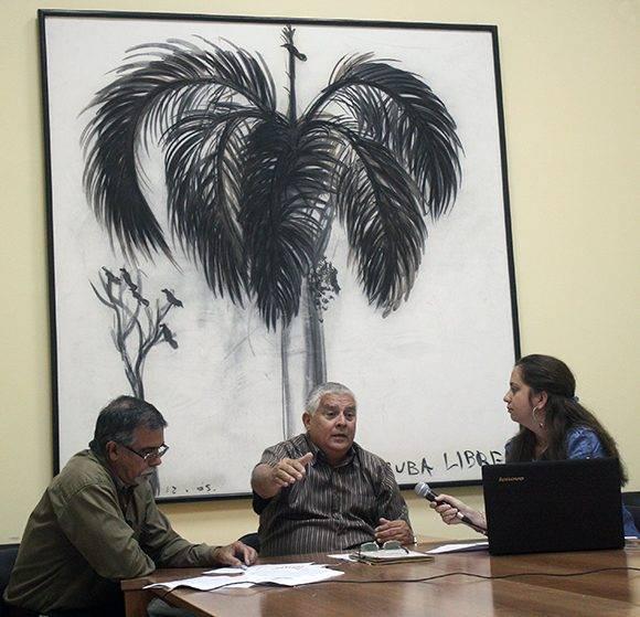 Daniel Rafuls Pineda y José Luis Toledo Santander durante la grabación del podcast de Cubadebate. Foto: José Raúl Concepción/ Cubadebate.