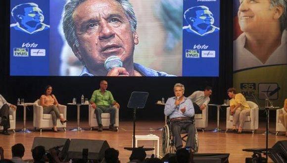 El candidato por el Movimiento Alianza País, Lenín Moreno, se reunió con alcaldes en el Centro Cívico de Guayaquil. Foto: Enrique Pesantes/ El Comercio.
