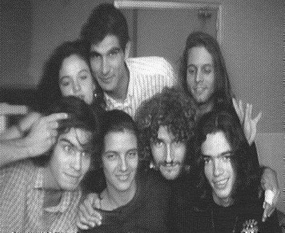 Casi todos los miembros fundadores de Merchise. Entre ellos, Medardo Rodríguez (arriba, al centro), Julio Rodríguez (arriba a la derecha), Marcos Pérez, Luis Hereira y Jorge Romero (debajo).