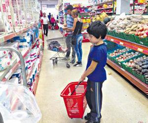 Según los datos oficiales, la canasta básica subió 8,8 por ciento desde febrero con un incremento mayor en los precios de productos y servicios esenciales. Foto: Sandra Cartasso/ Página 12.