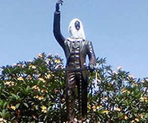 Estatua de Martí encapuchada en Venezuela.