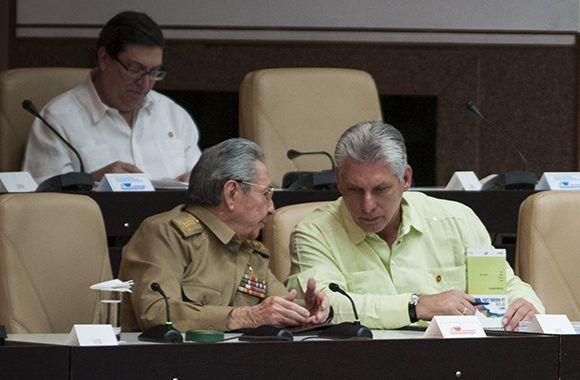 Raúl Castro y Miguel Díaz-Canel en el Palacio de las Convenciones de La Habana durante la sesión extraordinaria de la Asamblea Nacional del Poder Popular. Foto. Irene Pérez/ Cubadebate.