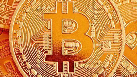 El Bitcoin es la criptomoneda más conocida. Foto: Tsokur.