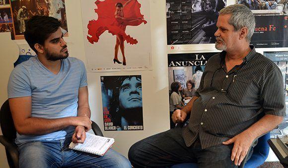 El intelectual cubano, Enrique Ubieta, concedió una entrevista a Cubadebate en ela sede del portal Cubasí. Foto: Annaly Sánchez/ Cubasí/ Cubadebate.