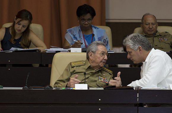 Raúl Castro y Miguel Díaz-Canel en el Palacio de las Convenciones de La Habana. Foto. Irene Pérez/ Cubadebate.