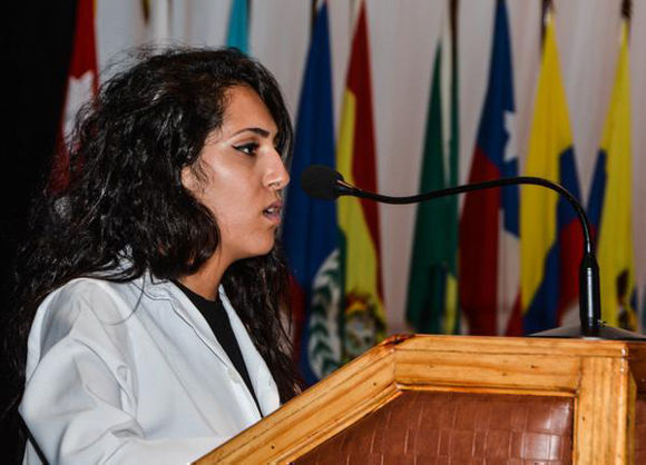 Intervención de la Dra. Areej Saab Azmi Alkhawaga, quien hablo en representación de los estudiantes graduados, durante el acto por la décimo tercera graduación de la ELAM, en La Habana, el 21 de julio de 2017. Foto: Marcelino Vázquez/ ACN.
