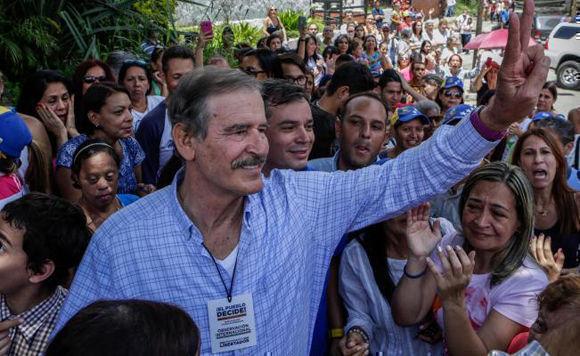 """Vicente Fox participaron como """"observadores"""" de la encuesta antichavista de tipo plebiscitario, sin asidero constitucional y sin la participación de la institución correspondiente. Foto: EFE."""