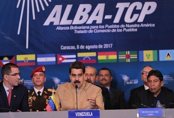 """""""Le propongo al ALBA y a los liderazgos poderosos de los países presentes que iniciemos con la iniciativa de ustedes un diálogo por el respeto de Venezuela"""", dijo Maduro en el ALBA. Foto: Prensa Miraflores."""