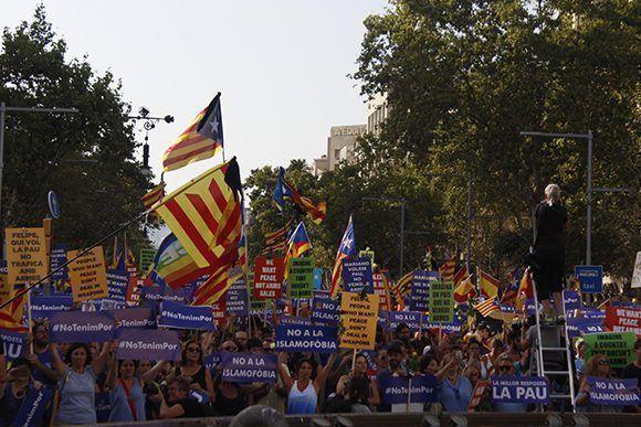 En la manifestación ondearon más estelades y senyeres que banderas de España. Foto: Jennifer Veliz/ Cubadebate.