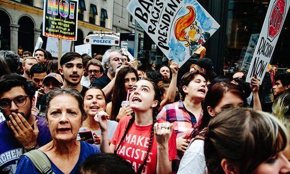 Las calles de Nueva York se repletaron de manifestantes que protestasn contra las políticas de su presidente, Donald Trump. Foto: EPA.