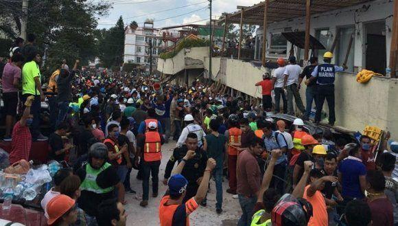 Labores de rescate en el colegio Enrique Rébsamen. Foto: Ángeles Torrejón