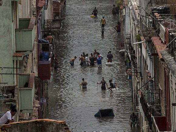 La calle Genios, en Centro Habana. Foto: Ismael Francisco/ Cubadebate.