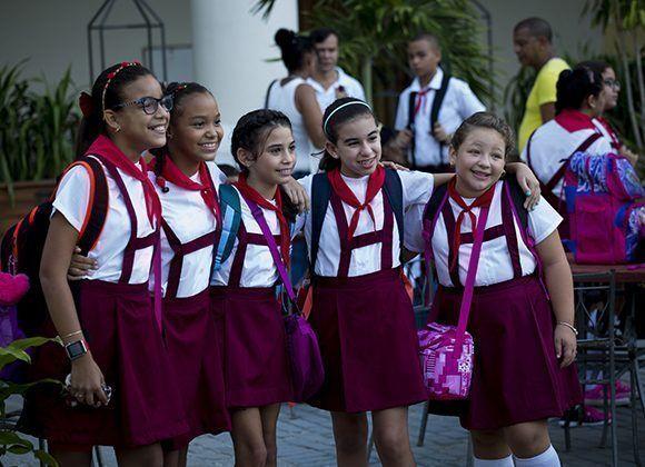 Más de un millón 800 mil alumnos de todos los tipos de enseñanzas regresan hoy a las aulas. Foto: Irene Pérez/ Cubadebate.