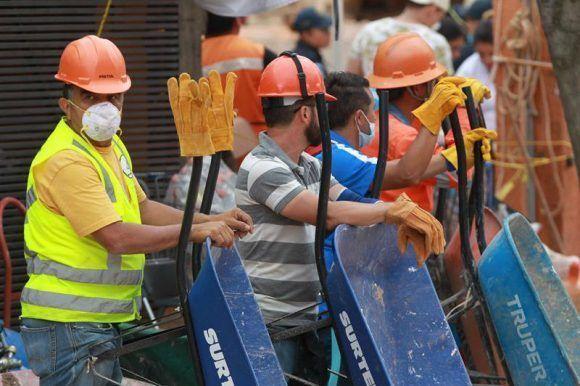Rescatistas en espera. Foto: EFE