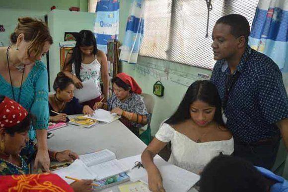Panamá cuenta con más de 72 mil alfabetizados durante los 10 años de existencia del programa cubano en esas tierras. Foto: Prensa Latina.
