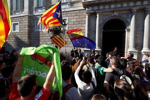 """Álvaro de Marichalar frente a las movilizaciones de independentistas pidiendo """"la unidad de España"""". Foto: Europa Press."""