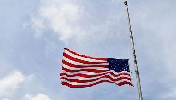 bandera-americana-media-asta