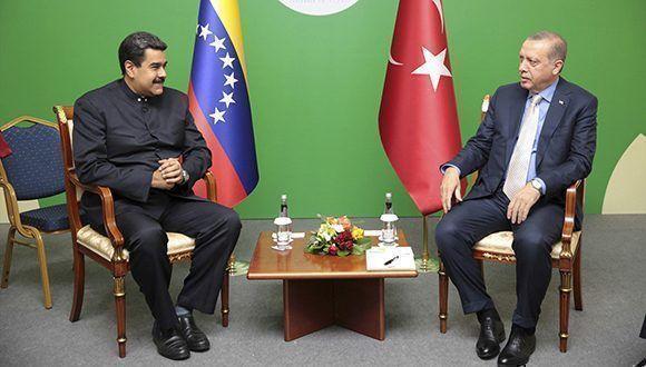 Maduro dialoga con el presidente turco, Erdogan, en Turquía. Foto: Reuters.