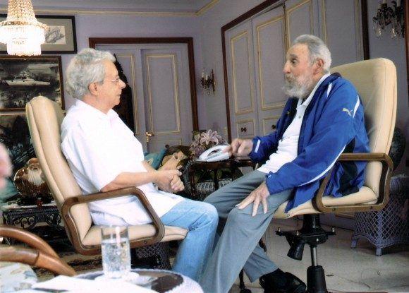 Fidel sostiene una prolongada conversación con el prestigioso intelectual brasileño Frei Betto, sobre diversos temas internacionales, el 16 de febrero de 2014/ Sitio Fidel Soldado de las Ideas.