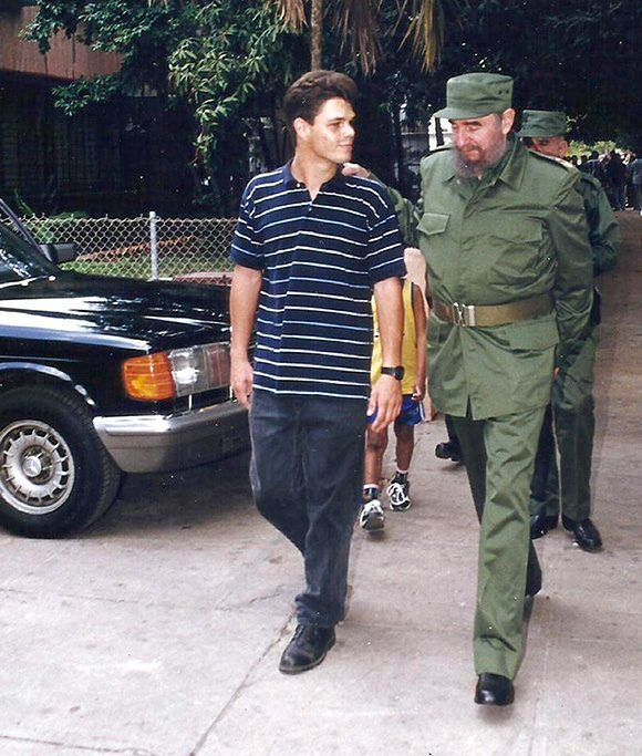 Dos Fideles caminan juntos, Alejandro Castro Ruz y Antonio Castro Smirnov. Foto: Cortesía del autor.