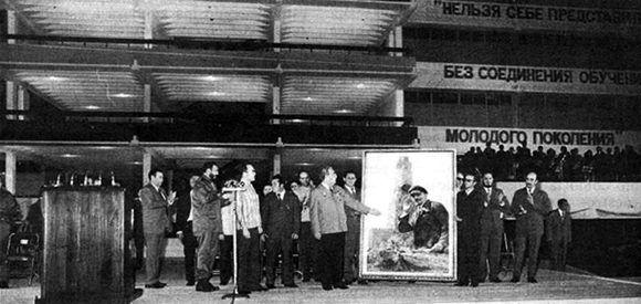 Fidel inaugura la Lenin en 1974 junto al entonces mandatario de la URSS, Leonid Brezhnev.