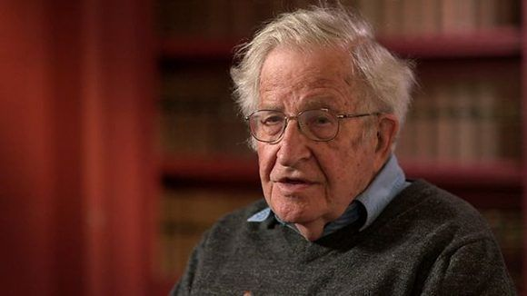 Noam Chomsky considera que la humnidad enfrenta tres crisis fundamentales. Foto: BBC.