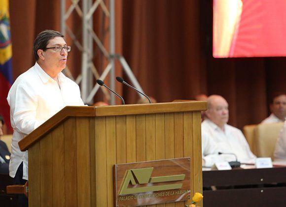 Bruno Rodríguez lee la declaración del XVI Consejo Político del ALBA-TCP en el Palacio de las Convenciones de La Habana. Foto: CubaMinrex/ Twitter.