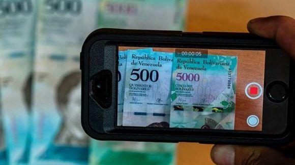 El Bolívar es la moneda venezolana. Foto: AFP.