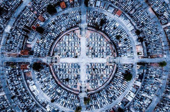 """Madrid, la capital española desde un punto de vista completamente diferente, ganó el tercer premio en la categoría """"Urbano"""". """"Paz"""" de luckydron"""