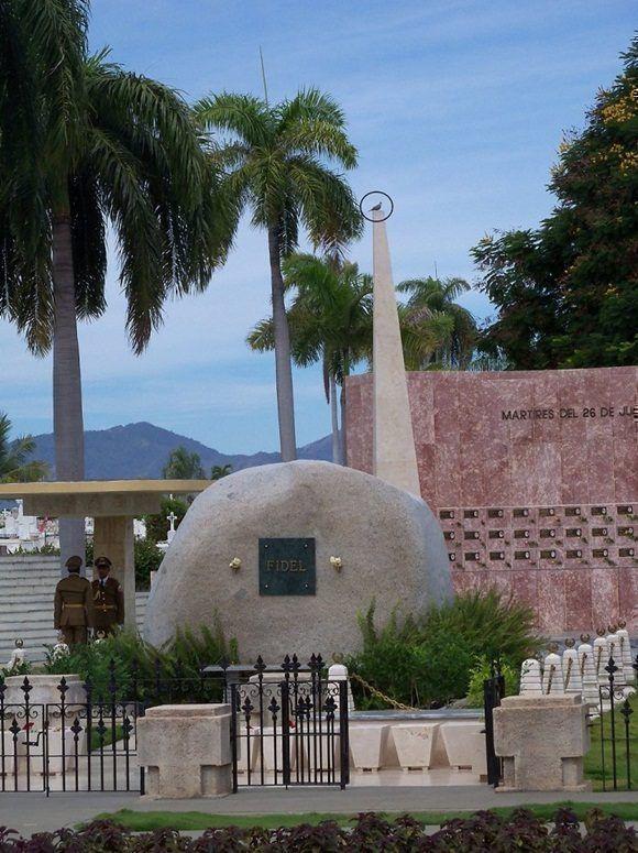 Una de las palomas que pueden verse en las cercanías del monumento funerario que atesora las cenizas de Fidel Autor: Jorge Luis Guibert.