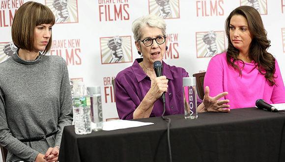 De izquierda a derecha, Rachel Crooks, Jessica Leeds, and Samantha Holvey, supuestas víctimas de acoso sexual de Donald Trump. Foto: AFP.