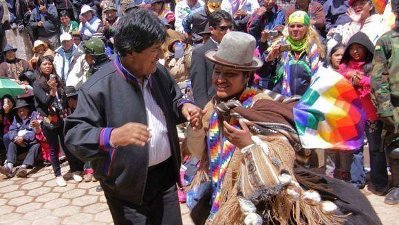 Resultado de imagem para imagenes bolivia y evo