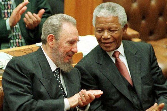 Fidel Castro junto a Nelson Mandela en el Parlamento sudafricano, 4 de septiembre de 1998. Foto: Juventud Rebelde / Sitio Fidel Soldado de las Ideas
