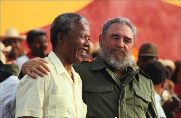 Fidel Castro junto a Nelson Mandela en el acto central por el XXXVIII Aniversario del Asalto al Cuartel Moncada, efectuado en la Plaza Victoria de Girón, en la provincia de Matanzas, 26 de julio de 1991. Foto: Sitio Fidel Soldado de las Ideas