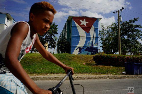 Diez acápites de la Helms-Burton que ofenden a todo cubano